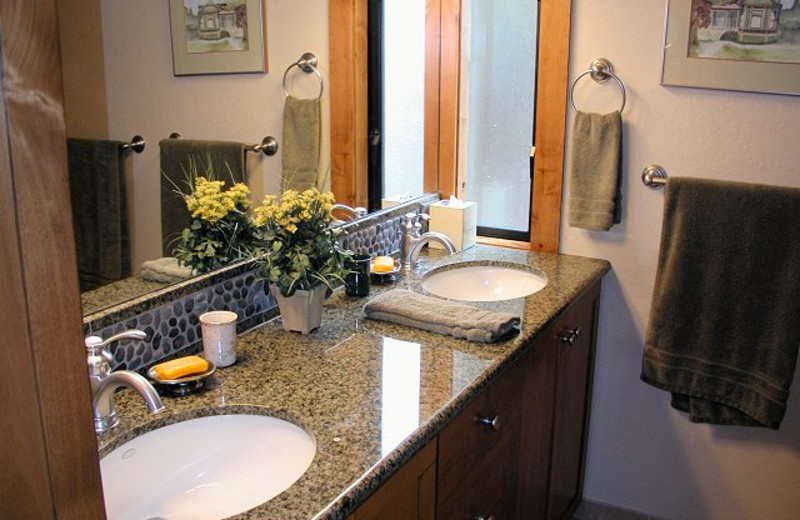 Vacation rental bathroom at Chinquapin.