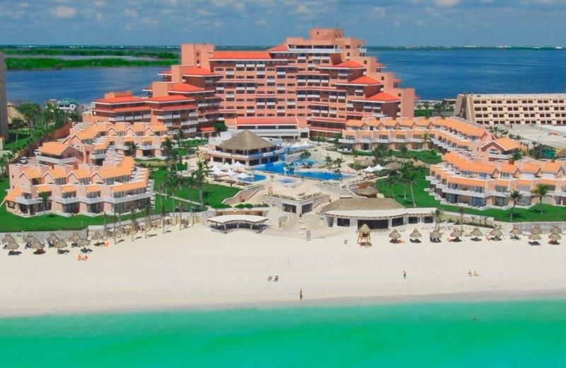 Exterior view of Omni Cancun Hotel & Villas.