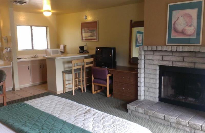 Guest room at Prescott Sierra Inn.