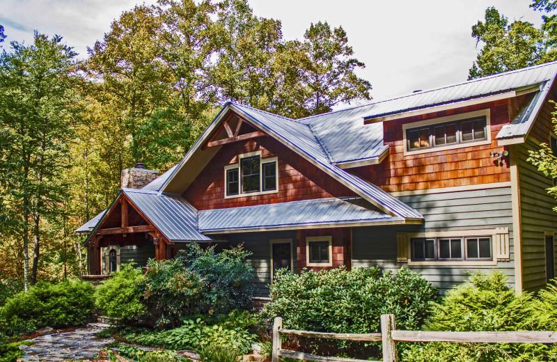 Custom Timber Frame, sleeps 6, Luxury Cabin NC, Private, Peaceful