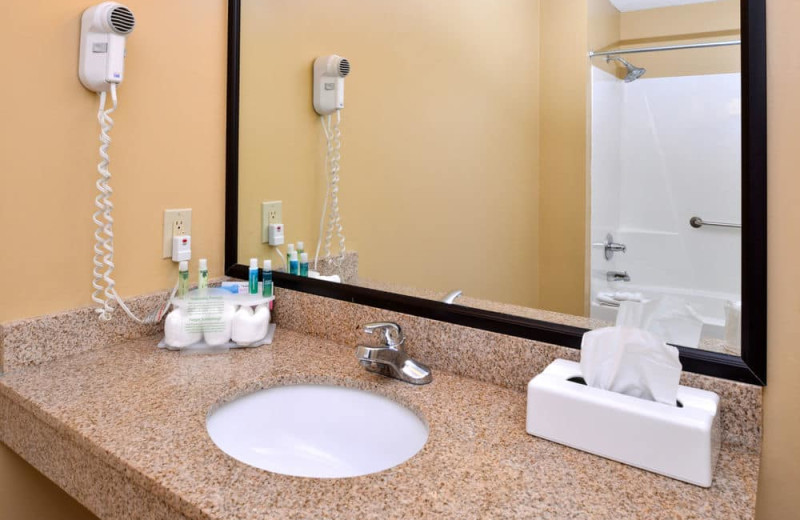 Guest bathroom at