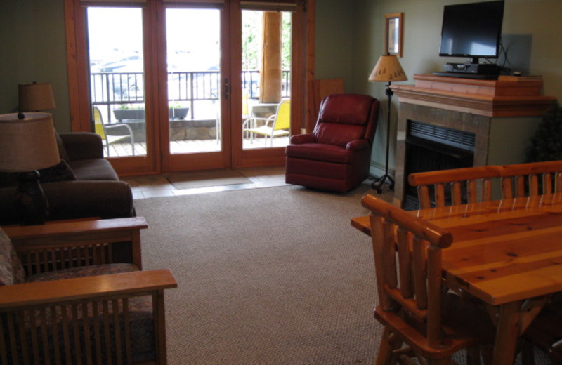 Guest living room at Glen Craft Marina and Resort.