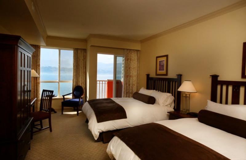 Guest room at Manteo Resort Waterfront Hotel & Villas.