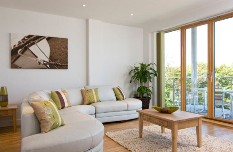 Fistral Beach Cornwall 3-bed apartment lounge.