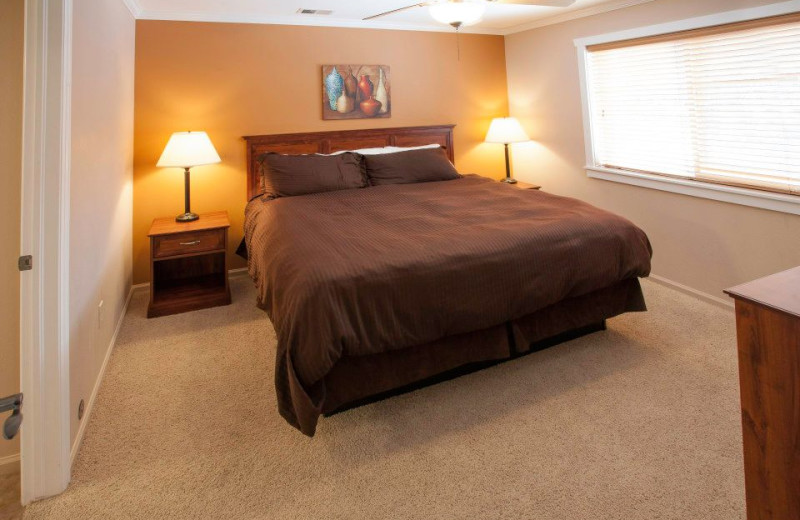 Guest bedroom at Beaver Brook on the River.