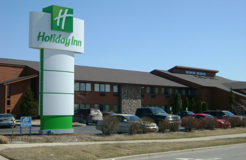 Exterior view of The Holiday Inn and Splash Universe.