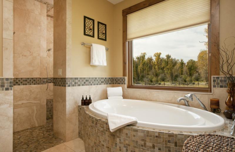 Vacation rental bathroom at Cabin and Company.