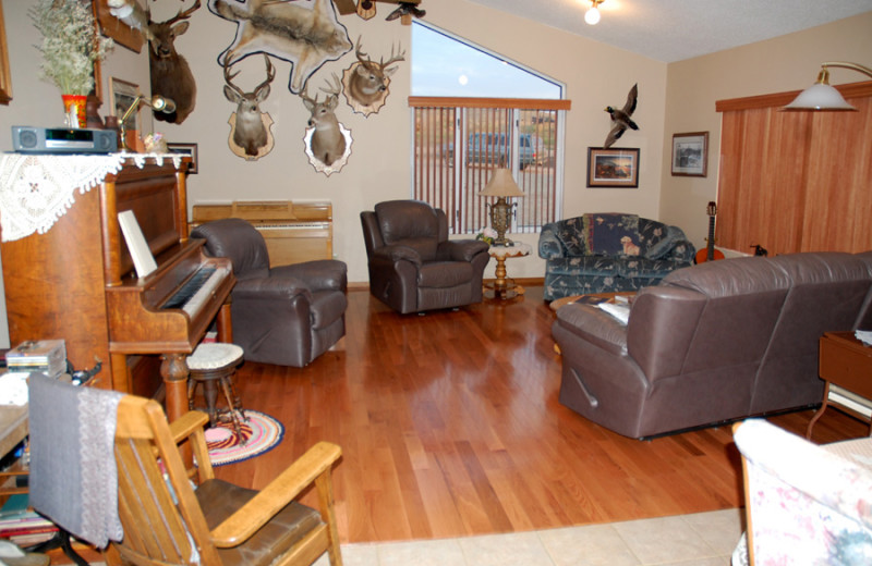 Living room at Deepwater Bay Bed and Breakfast.