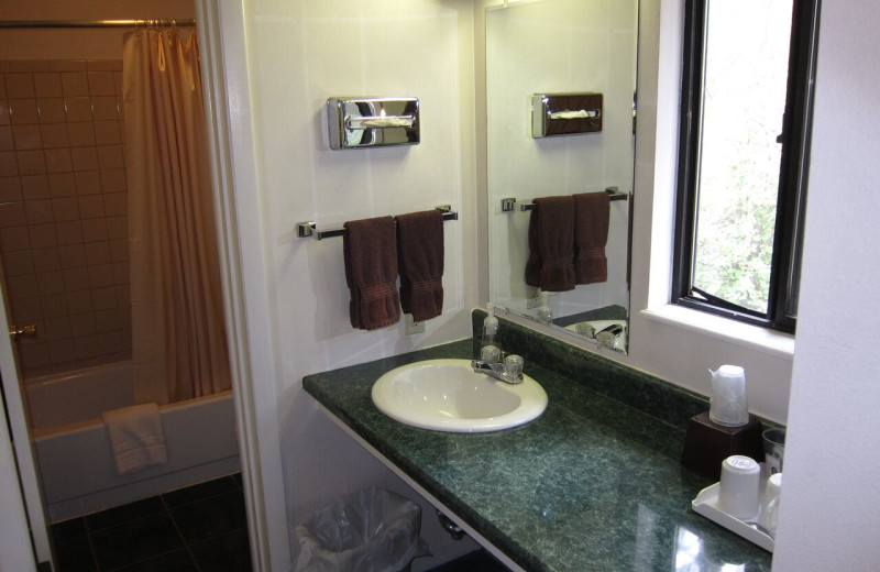 Guest bathroom at Amberwood.