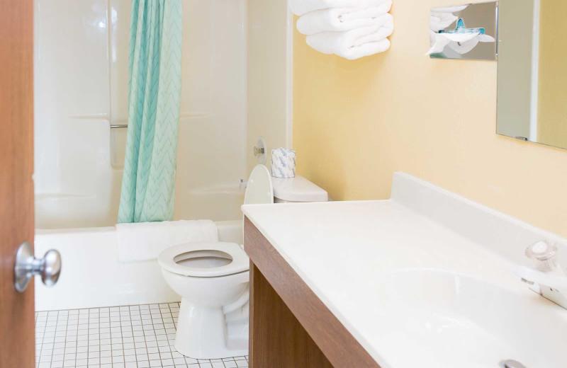 Guest bathroom at River Bend's Resort & Walleye Inn.