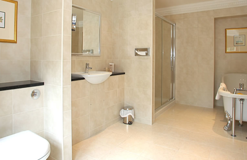 Guest bathroom at Bagden Hall Hotel and Golf Course.