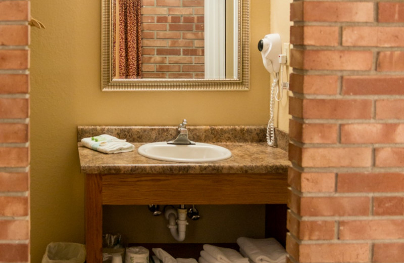 Guest bathroom at Bright Leaf Golf Resort.