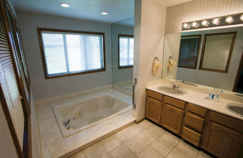 Guest bathroom at Wyndham Pagosa.