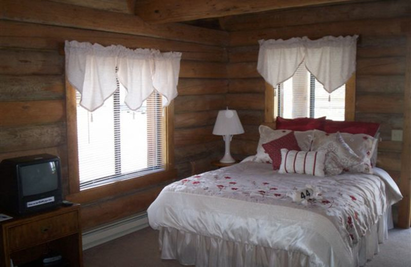 Guest bed room at Triangle C Ranch Log Cabins.