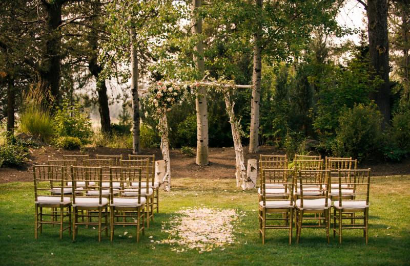 Intimate outdoor wedding venues