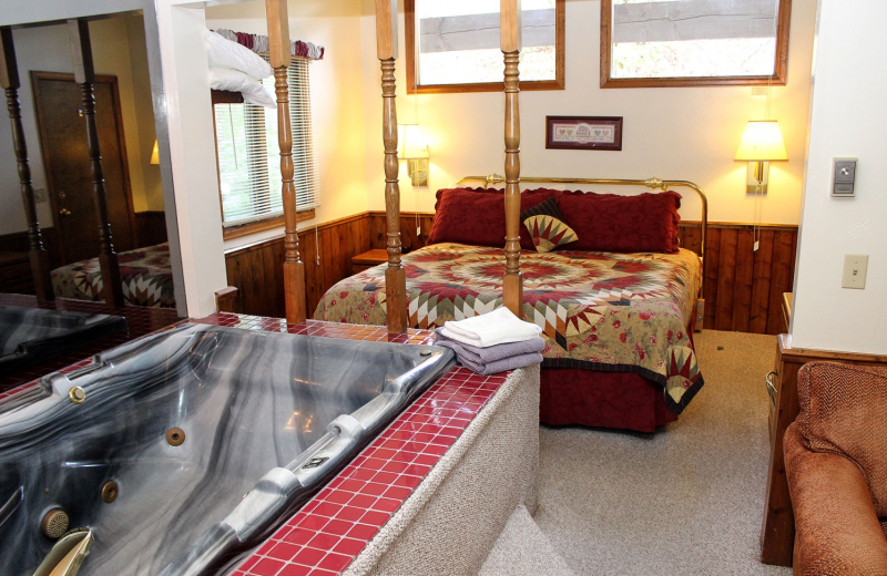 Suite bedroom with spa at Sunnyside Knoll Resort.