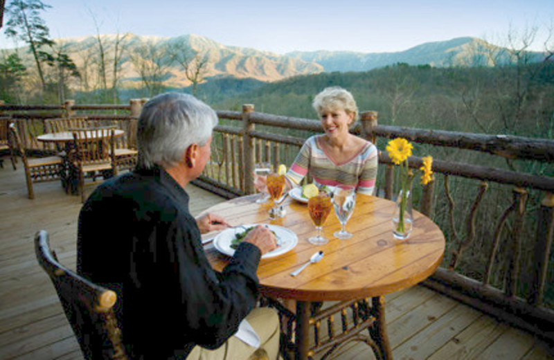 Dining Mountainside at The Lodge at Buckberry Creek