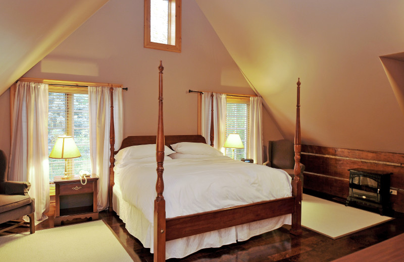 Guest bedroom at Eganridge Resort, Country Club & Spa.