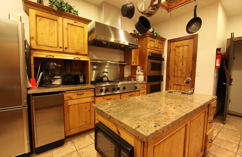 Cabin kitchen at Stone Canyon Inn.