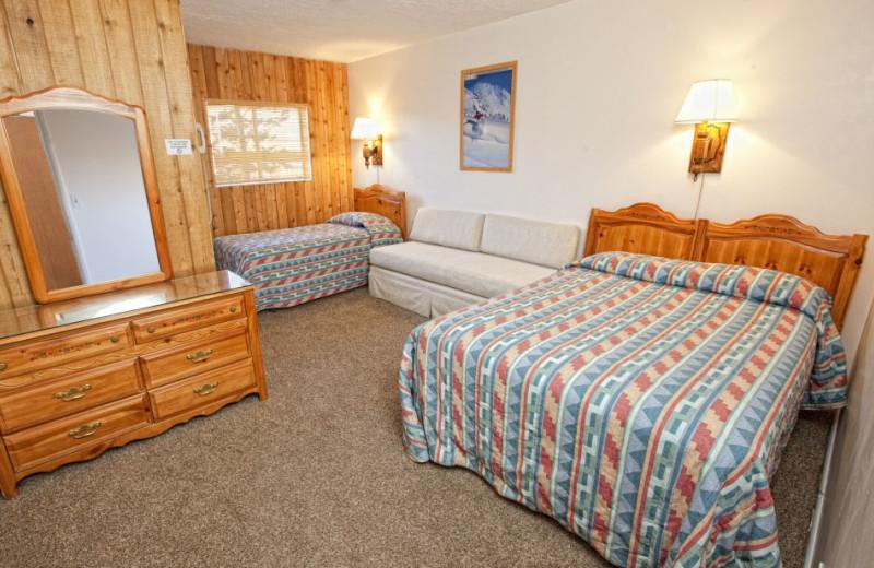 Guest room at Chateau Aprés Lodge.