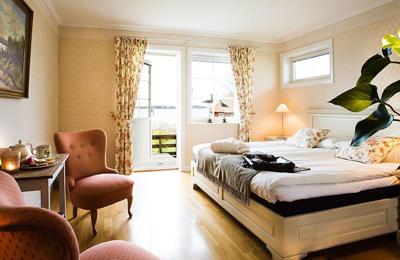 Guest room at Krägga Herrgård.