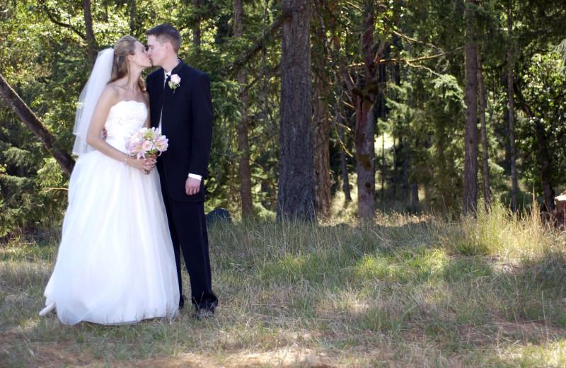 Weddings at McKenzie River Mountain Resort.