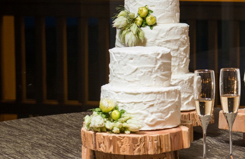 Wedding cake at The Woodlands Resort and Conference Center.