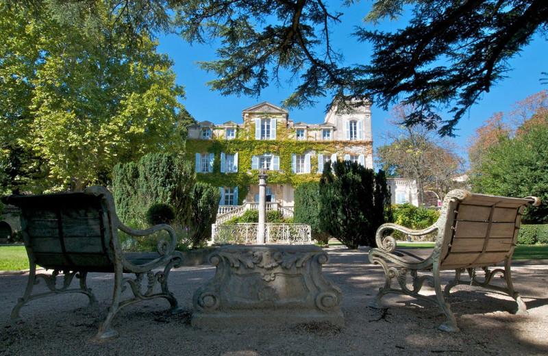 Exterior view of Hostellerie de Varenne.