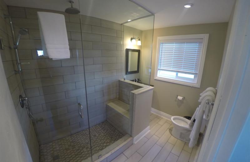 Cottage bathroom at Eganridge Resort, Country Club & Spa.