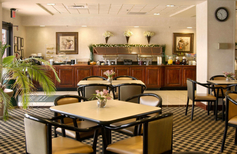 Dining at Wingate by Wyndham Columbus.