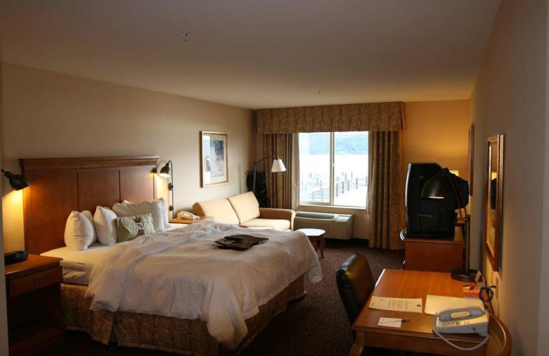 Guest room at Hampton Inn & Suites Bremerton, WA.