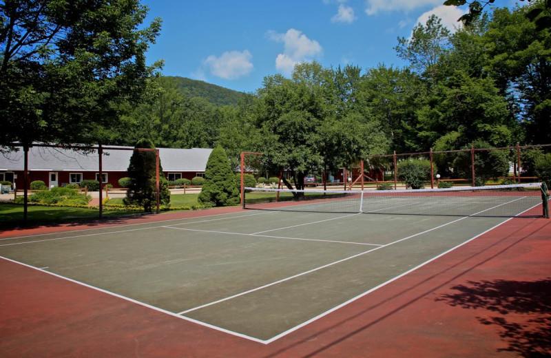 Tennis court at Woodwards Resort.