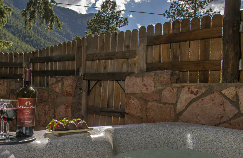 Hot tub at Rocky Mountain Lodge & Cabins.