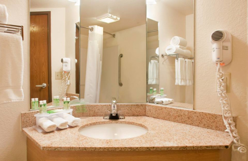 Guest bathroom at Branson 76 Central Holiday Inn Express.