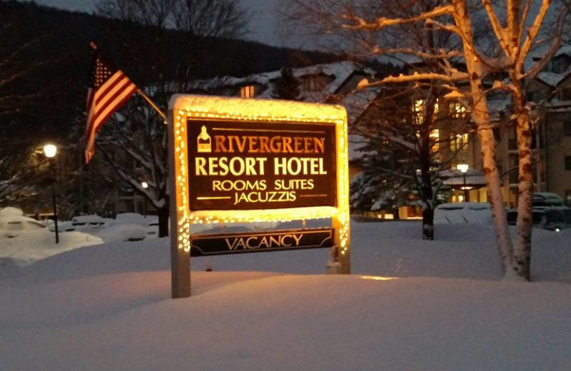 Exterior view of Rivergreen Resort.