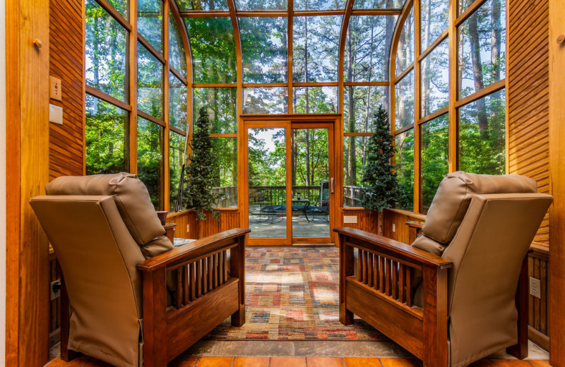 Rental living room at Amazing Branson Cabin Rentals - RentBranson.