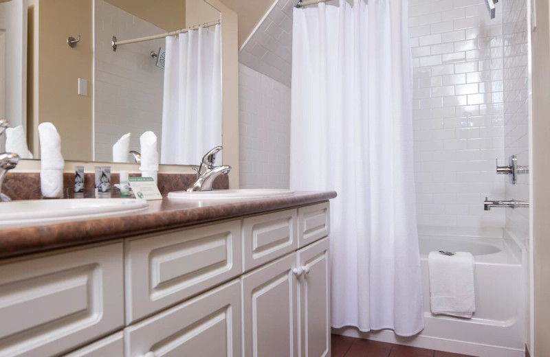 Guest bathroom at Rocky Crest Golf Resort.