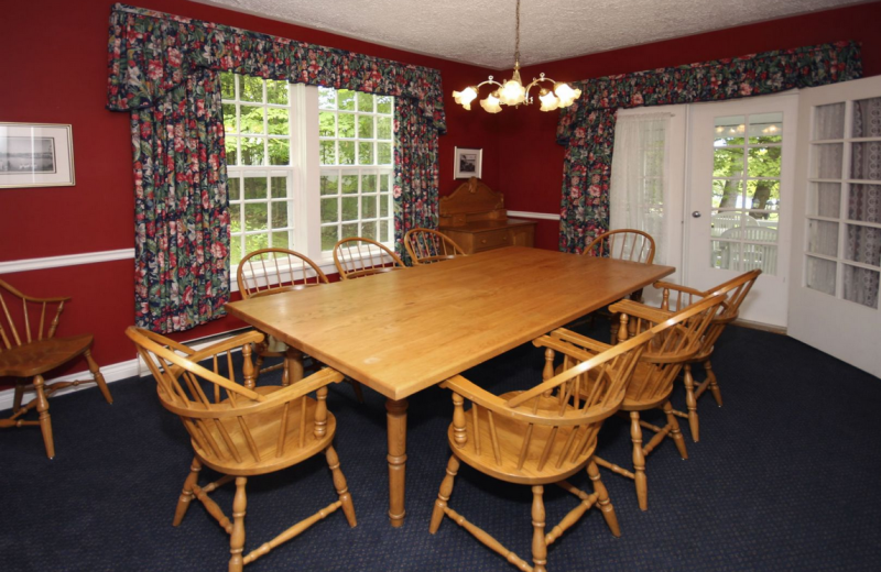 Cottage dining room at Windermere House.