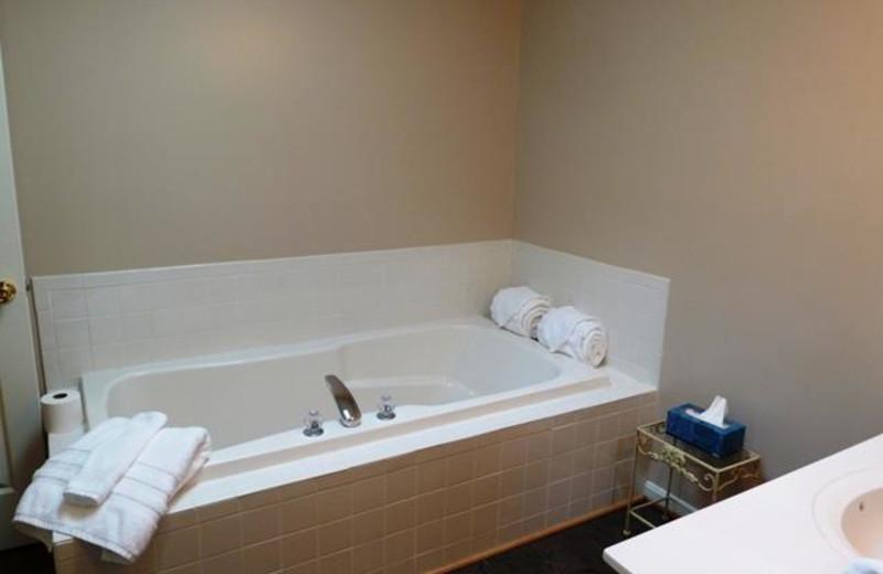 Cabin bathroom at Allstar Lodging.