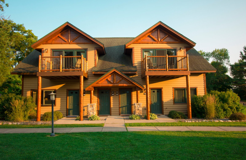 Exterior view of Ruttger's Bay Lake Lodge.