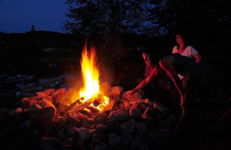 Campfire at Fin and Feather Resort