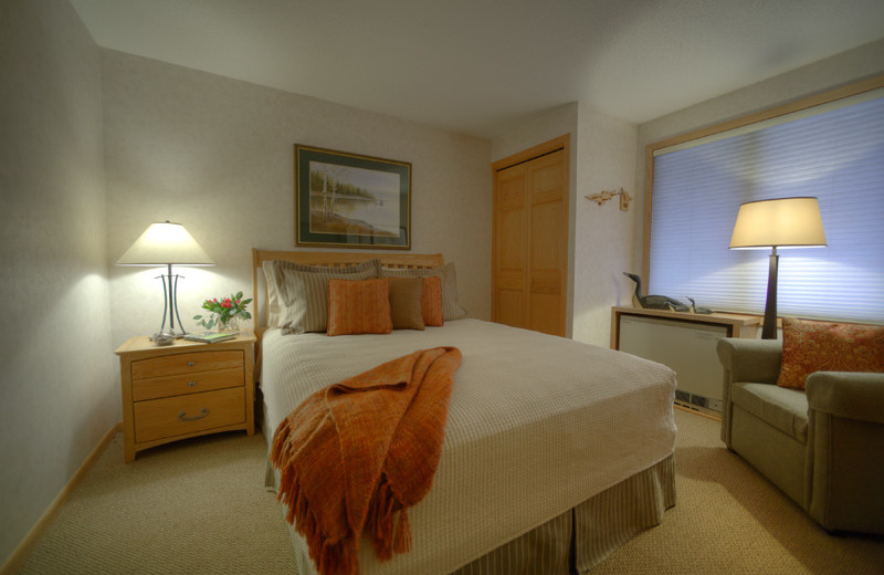 Guest bedroom at Bluefin Bay.