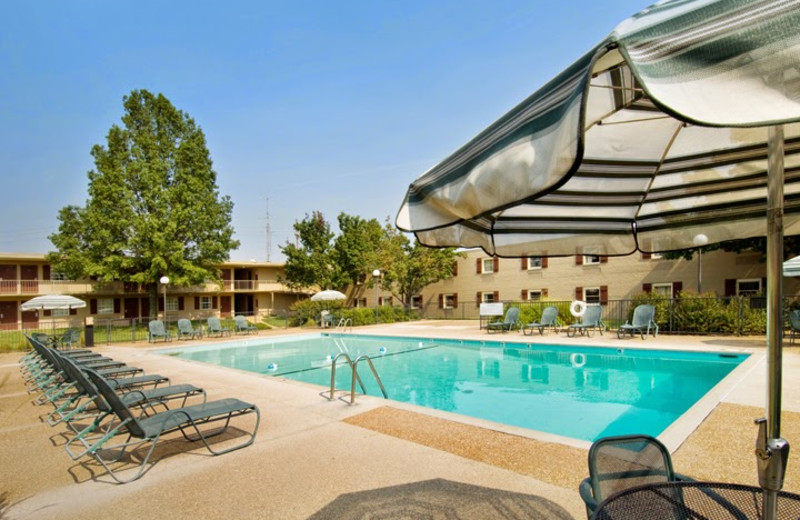 Outdoor pool at Drury Lodge Cape Girardeau.