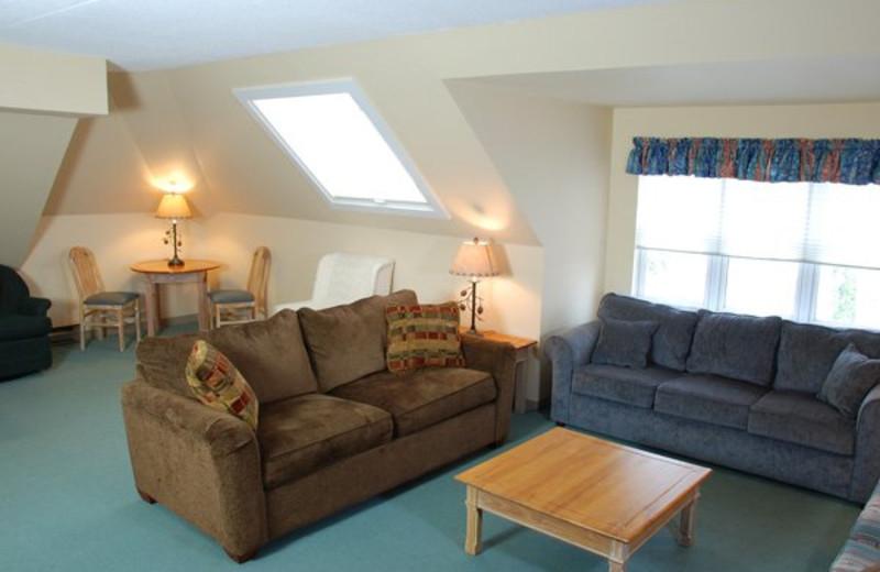 Guest living room at Golden Eagle Lodge.
