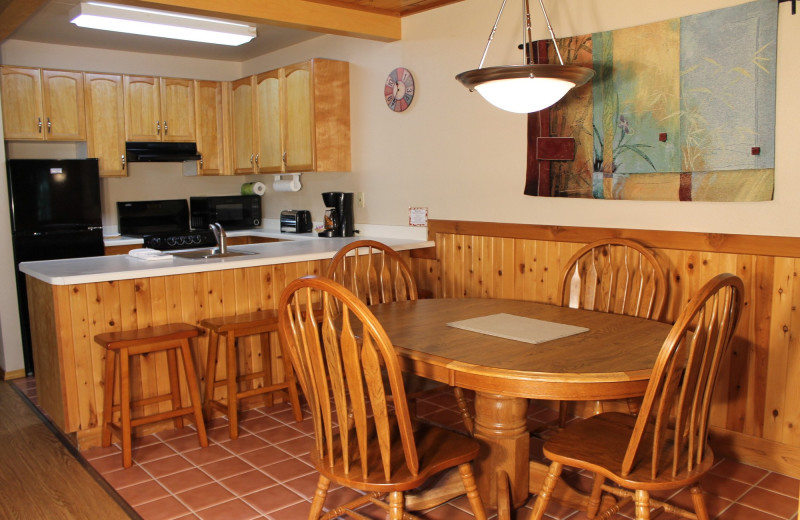 Guest kitchen at Mount Shasta Resort.