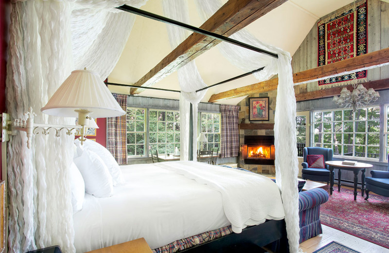 Guest room at Manoir Hovey.