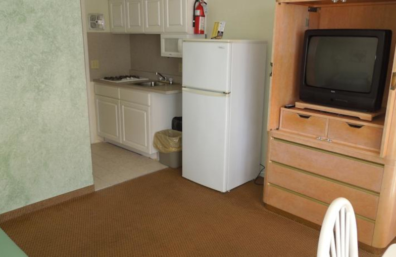 Guest room accommodations at Diamond Crest Motel.