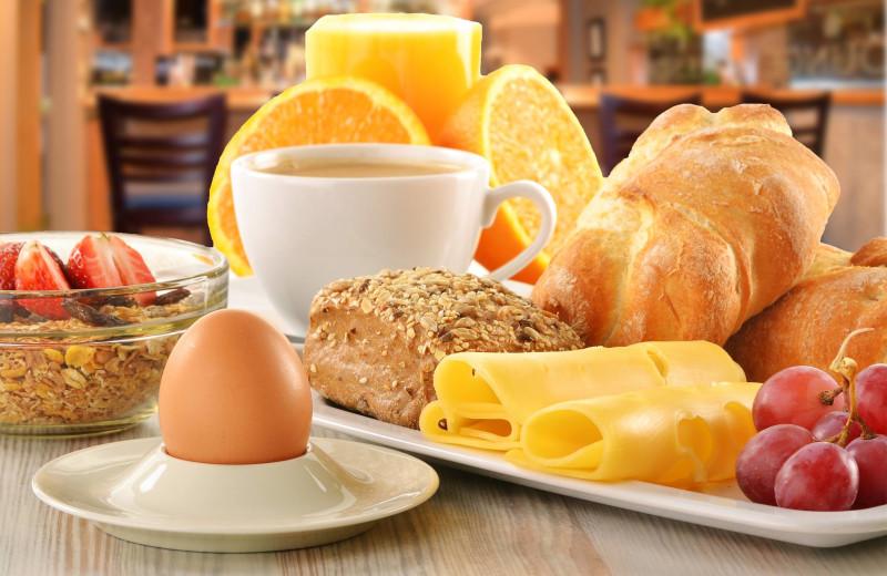 Breakfast at Stone Gate Inn.