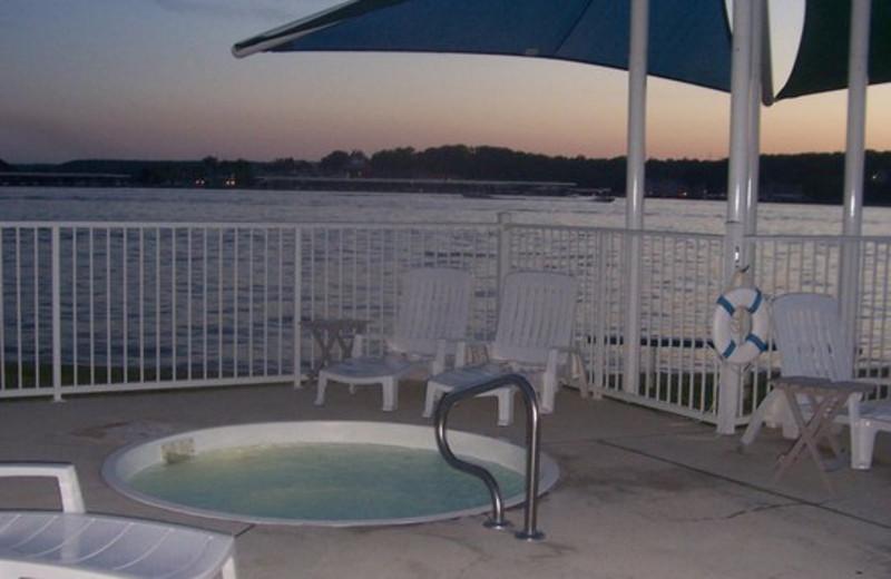 Hot Tub at Robin's Resort