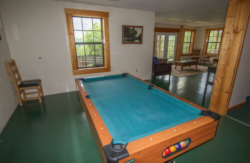 Rental billiard table at Cobbly Nob Rentals.